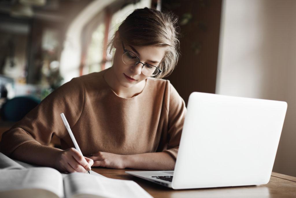 Tips Sukses Terbitkan Novel, Ini 6 Hal yang Harus Kamu Ketahui!